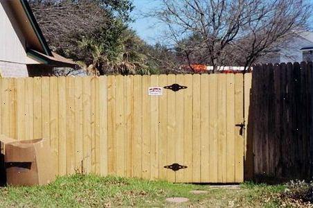 Hoe maak je een poort van behandeld hout panelen te bouwen e2r - Hoe een overdekt terras te bouwen ...